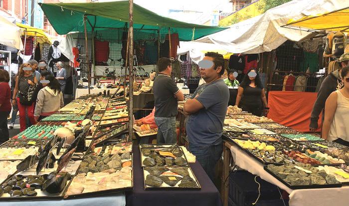 ラグニージャ市場の石屋