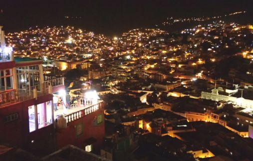 ピピラの丘から一望したグアナファトの夜景