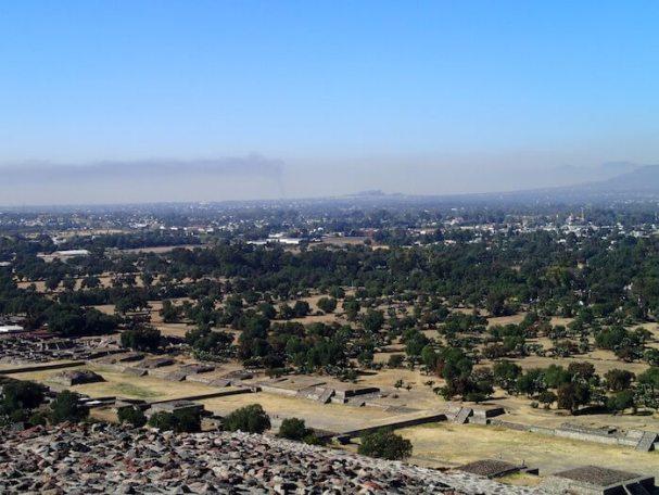 テオティワカン遺跡の太陽のピラミッドからの景色2