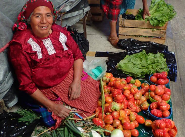 トラコルーラのティアンギス:トマト売りのおばちゃん