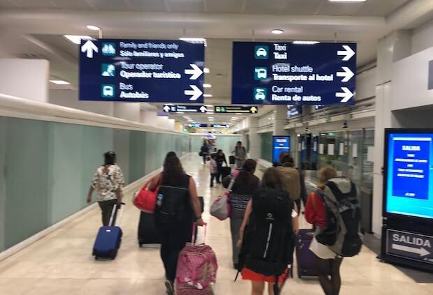 カンクン空港のアライバル1
