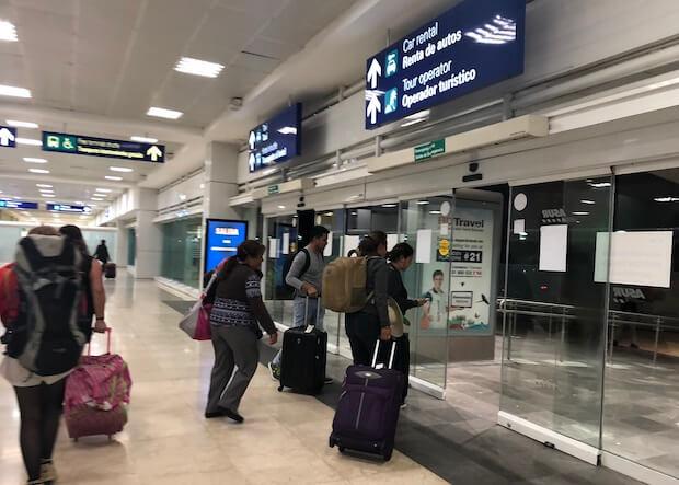 カンクン空港のアライバル2