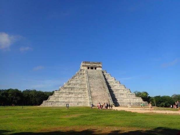 世界遺産チチェンイッツァ遺跡のピラミッド