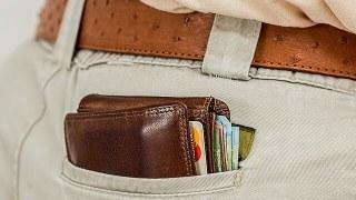 スリにあいそうなポケットの財布