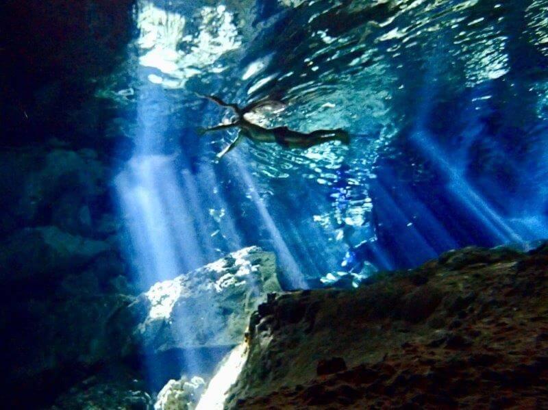 カンクンのセノーテ(水中写真)4