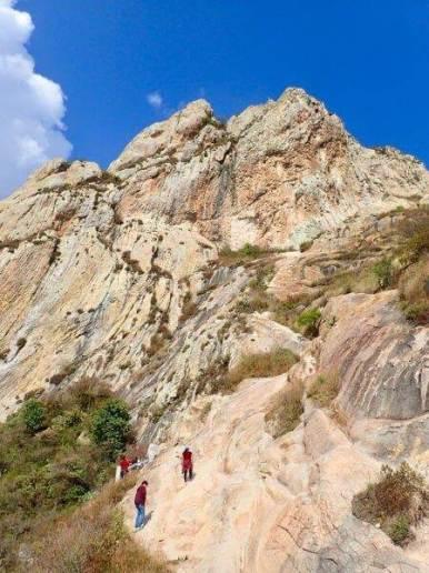ペニャ・デ・ベルナル山で登山