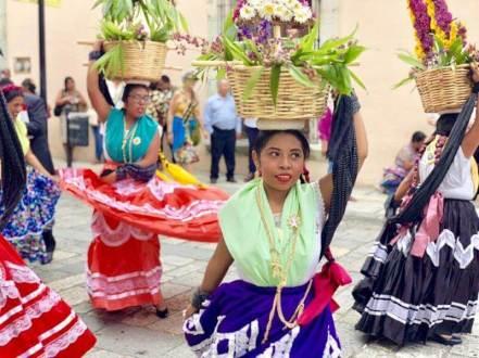 オアハカのパレード(伝統衣装)1
