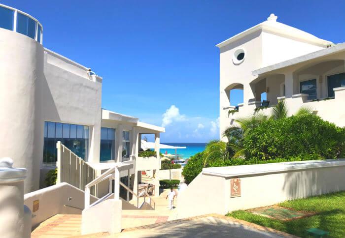 グランカリベ(パナマジャック)ホテル白い建物