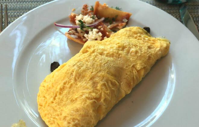 ライブアクアの朝食ビュッフェ オムレツ