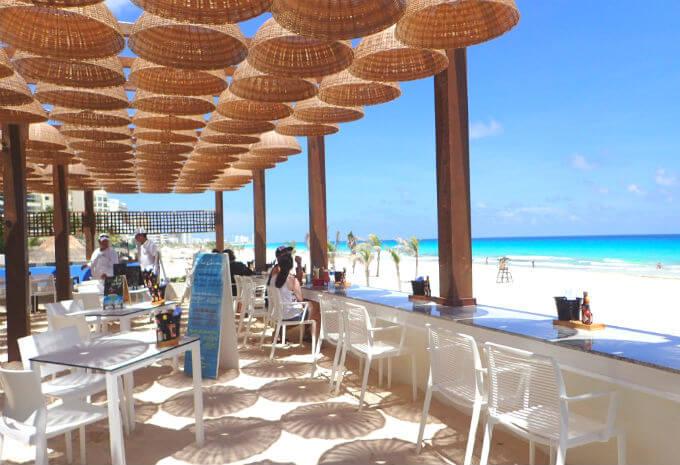 海沿いのカフェ