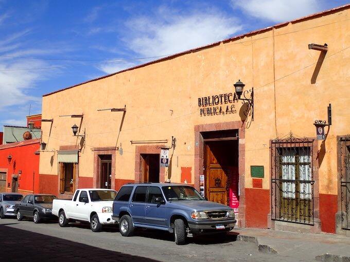 サンミゲルデアジェンデの雑貨屋兼本屋とカフェ1