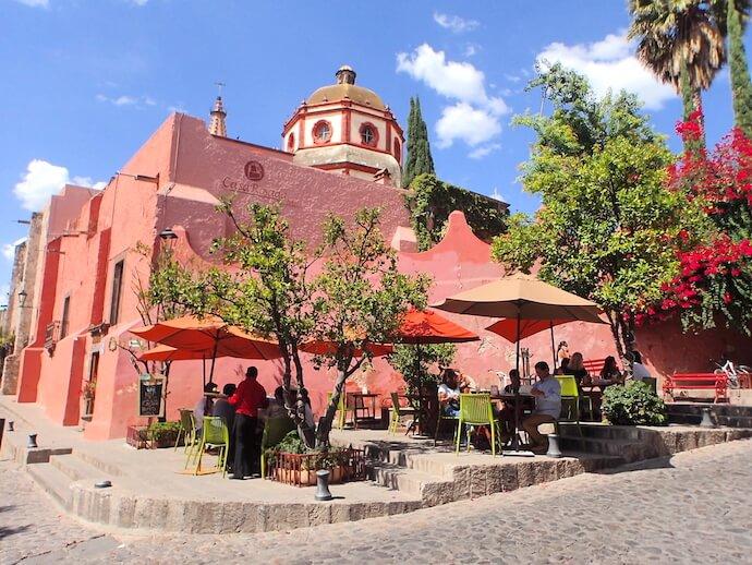 サンミゲルデアジェンデ ピンク教会
