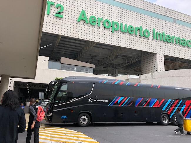 メキシコシティ空港ターミナル間移動のバス16