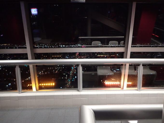 ラテンアメリカタワーの夜景(メキシコシティ)屋内