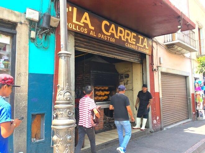 ラカレータ(グアナファトの鳥の丸焼きのお店)