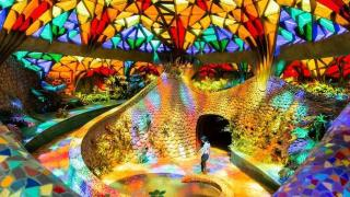 エル・ニド・デ・ケツァルコアトルの虹色空間