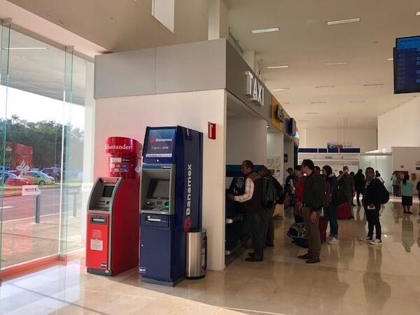 オアハカ空港の乗合ミニバスのチケット売り場3