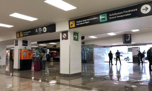 メキシコシティの第1ターミナルの七番出口