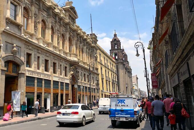 歴史地区の街並み(メキシコシティ)