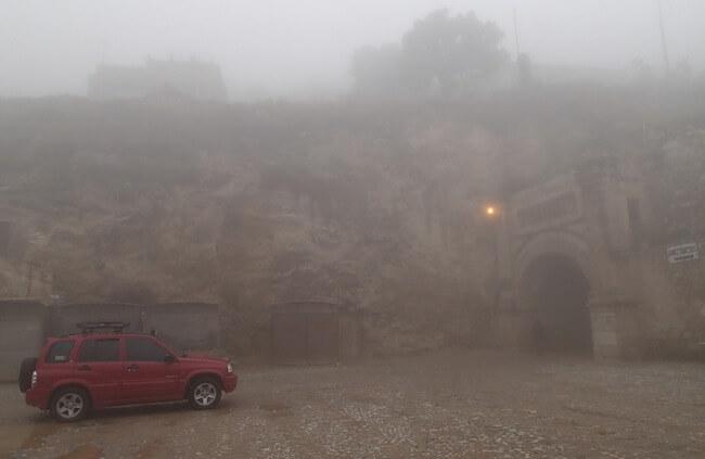 霧で霞んだ景色@レアルデカトルセのトンネル