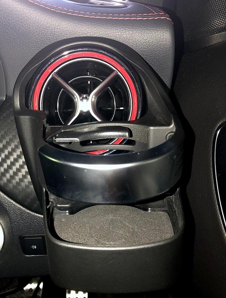 【車】A45 AMG ドリンクホルダー取付/DIY/W176/メルセデスベンツAクラス