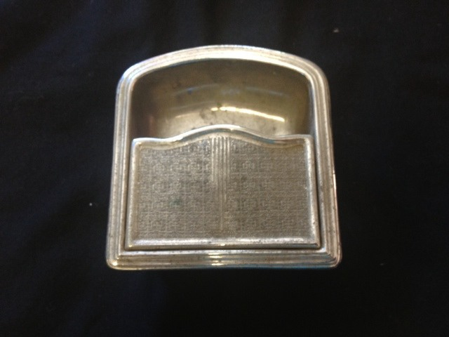 1947-Convert-rear-ash-tray-and-holder-original