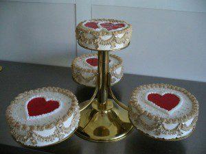 giant eagle wedding cake
