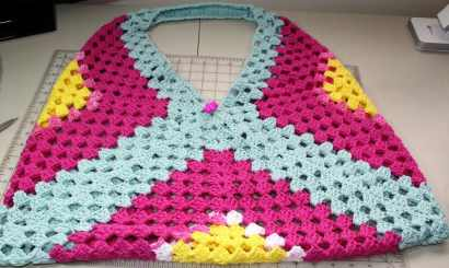 Granny square beach bag