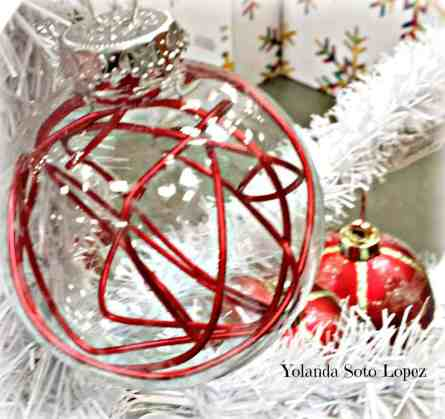 Photo of Christmas ornament using wire