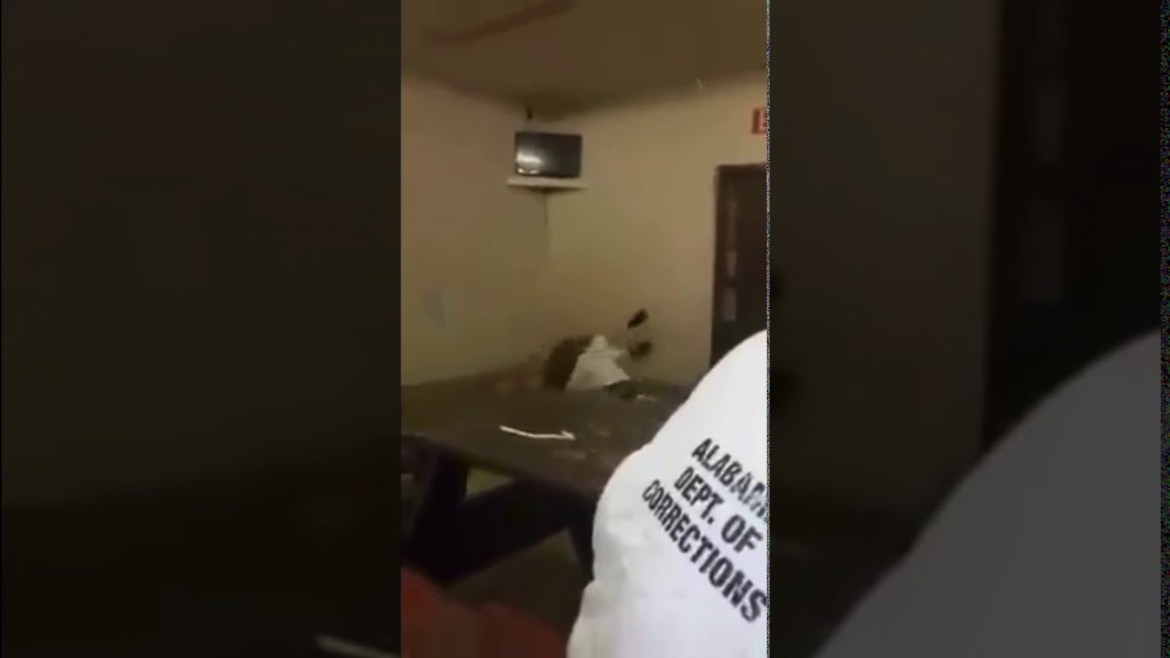 GRAPHIC PRISON FIGHT – DUDE'S OUT COLD, NO HELP