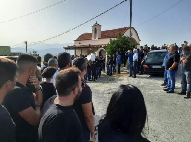 """Ένα τεράστιο """"Γιατί""""-Θρήνος στην κηδεία του 20χρονου Θανάση-Βιάστηκε να φύγει Νωρίς[photos]"""