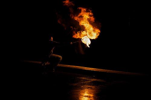 Люди-драконы и их игры с огнем