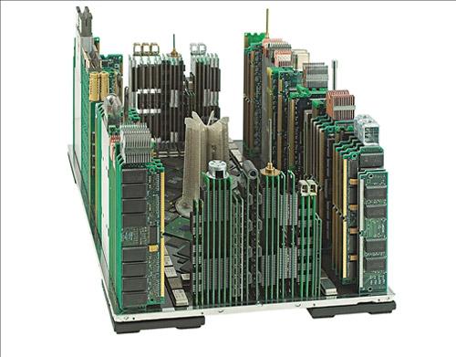 Сисадминские города из компьютерных деталей от Franco Recchia