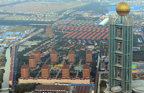 Коллективный отель-небоскреб в китайской деревне Хуаси