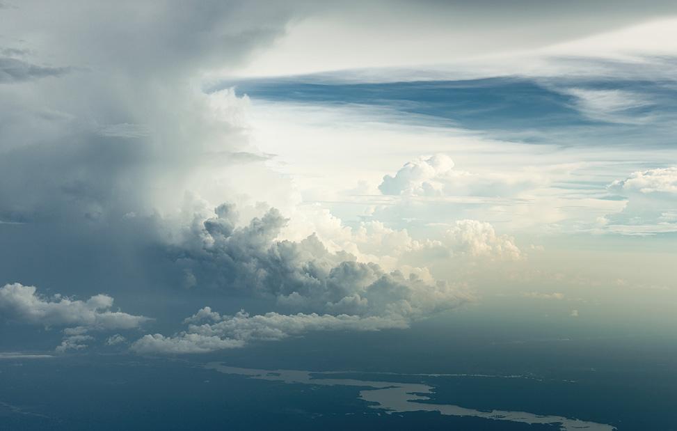 Сквозь облака. Потрясающие фотографии на высоте 6000 метров