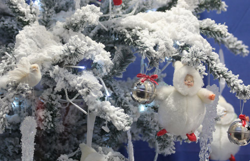 Рождественские и новогодние витрины. Волшебство дизайнеров-оформителей