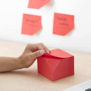 Sticky post-it notepad