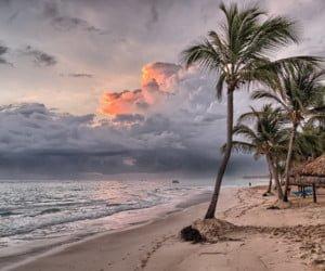 Ferienglück-Paket mit Reisegutschein und Sonnencreme