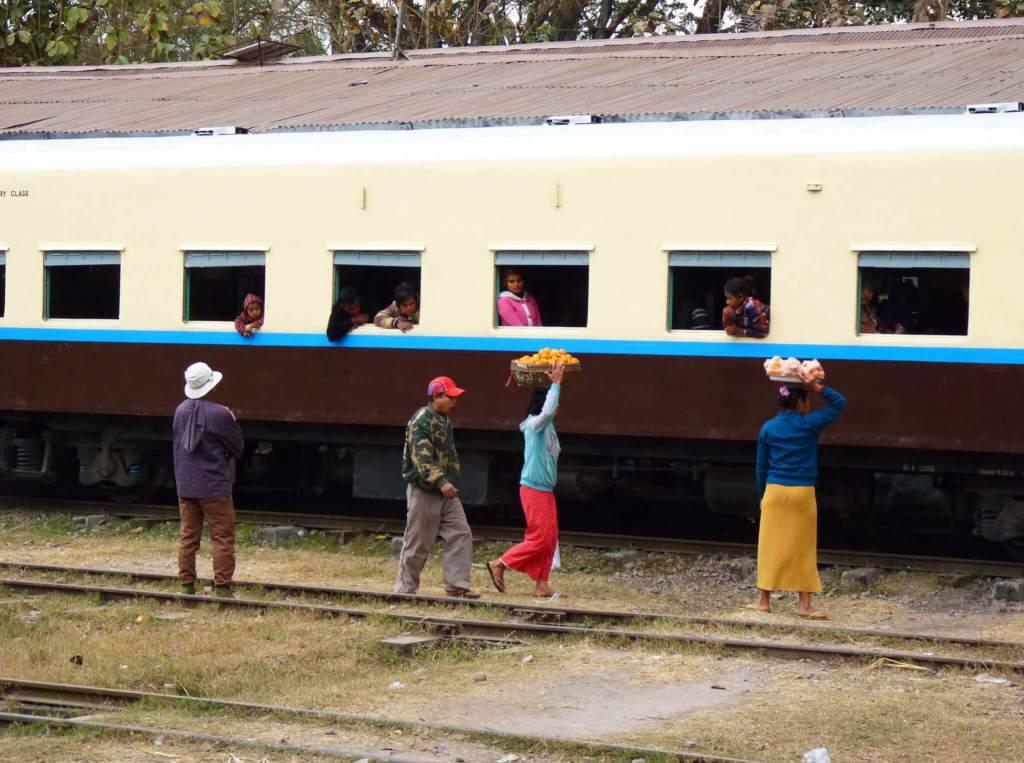 myanmar trein