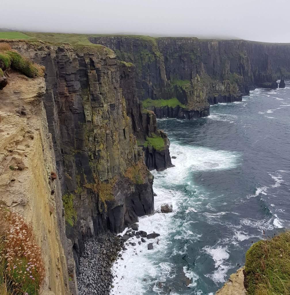 Uitzicht tijdens de wandeling van Doolin naar de Cliffs of Moher