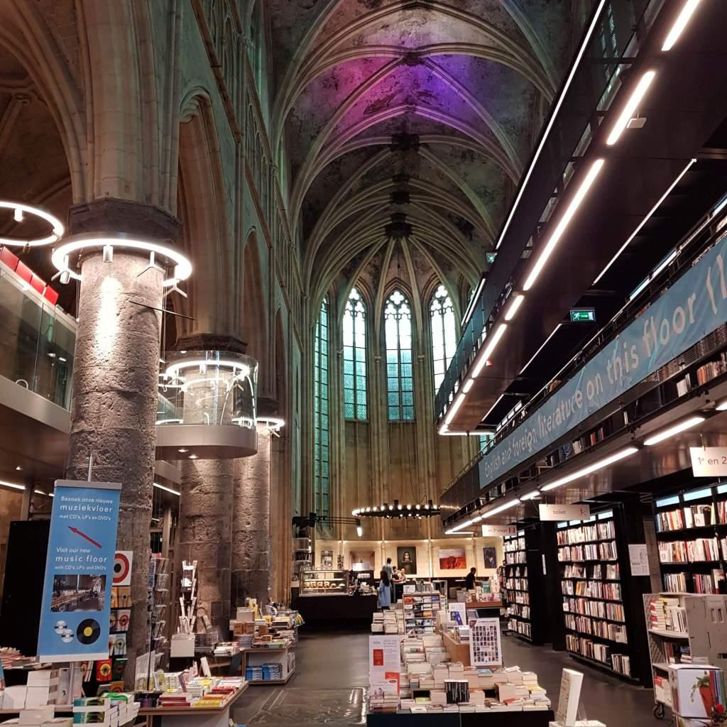 De prachtige boekhandel Dominicanen in een kerk in het centrum van Maastricht
