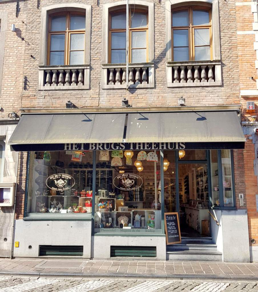 Het Brugs Theehuis is een van de leuke, locale winkels in de Wollestraat in Brugge