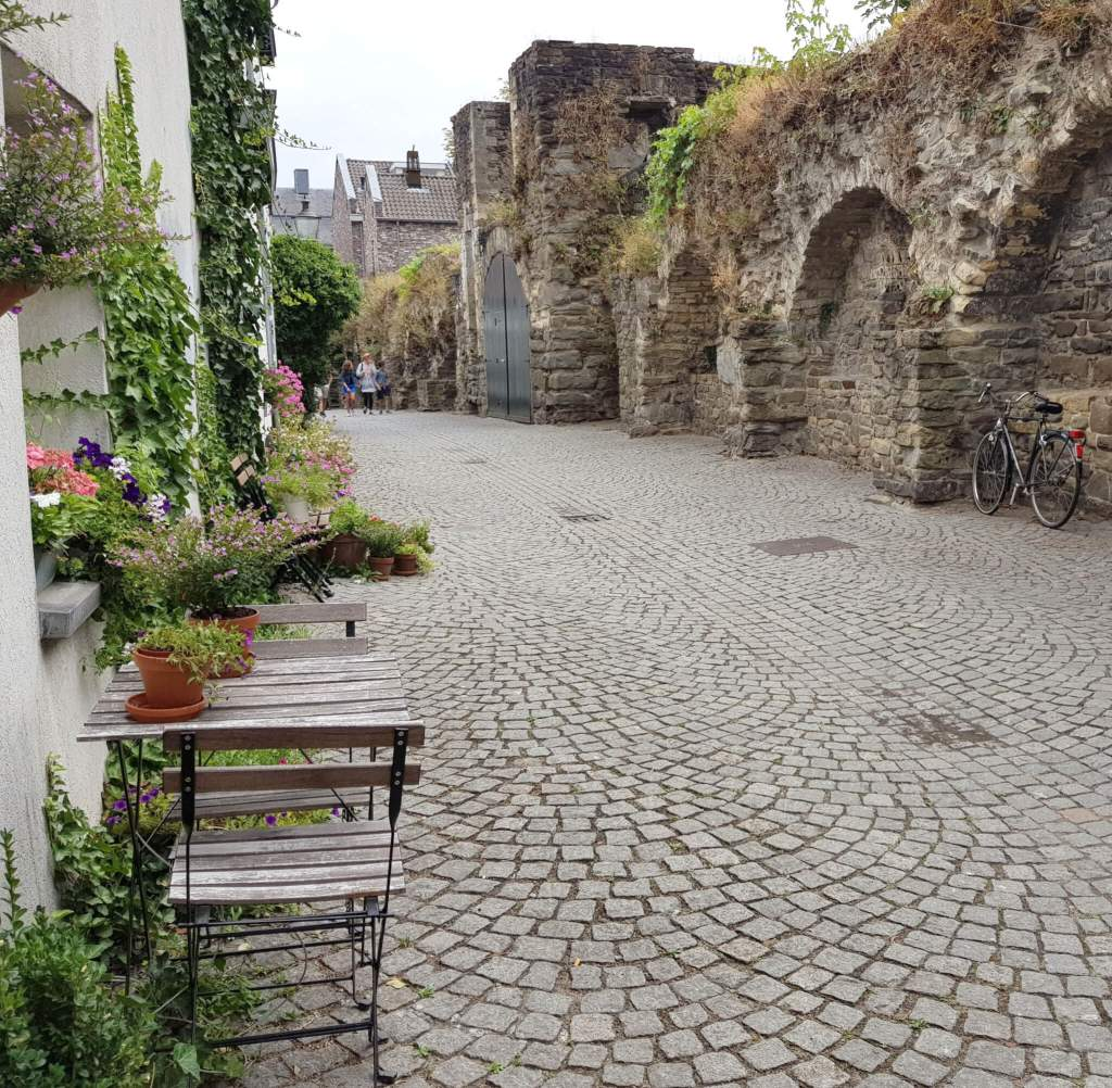 De oude stadsmuur van Maastricht