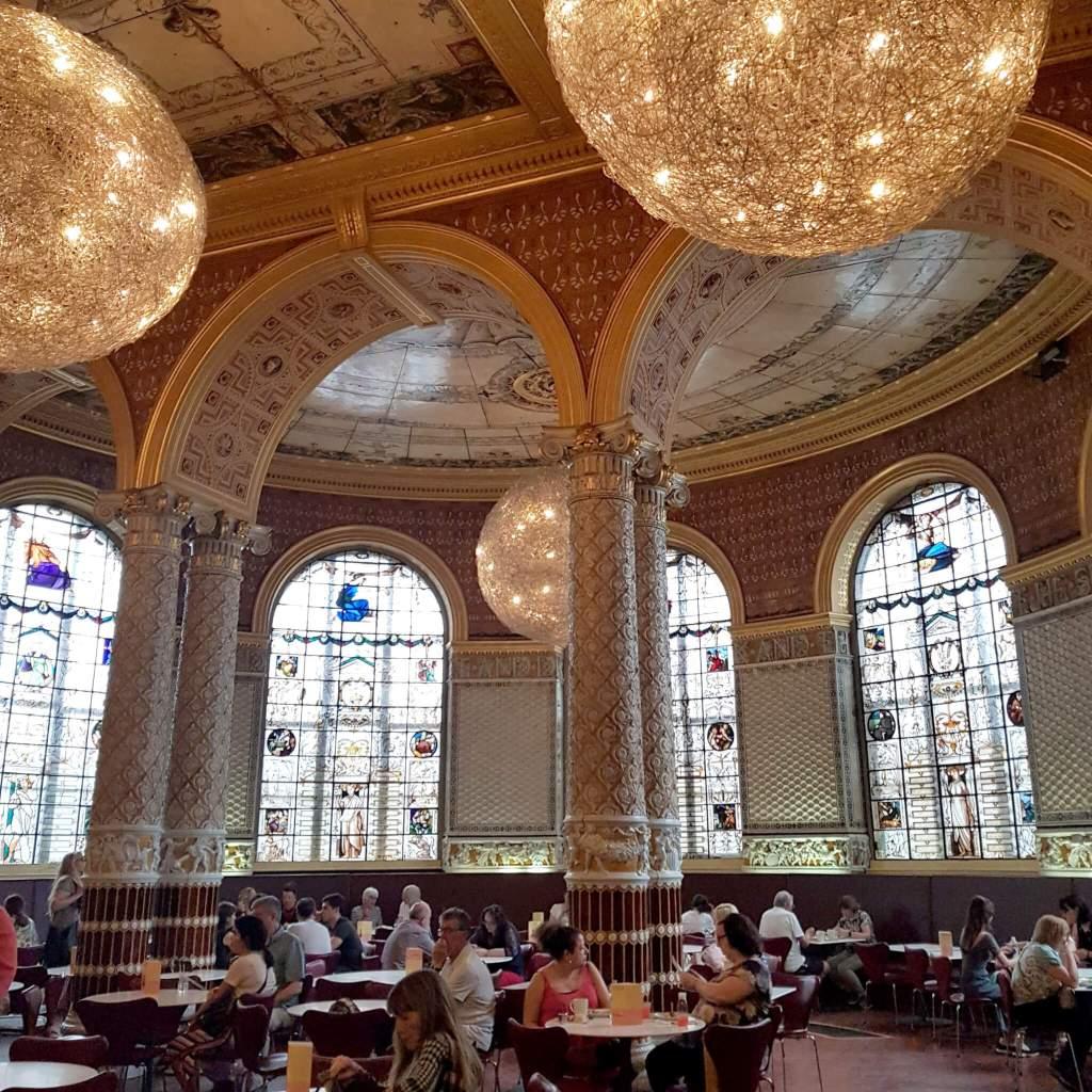 Het cafe van het V&A museum in Londen
