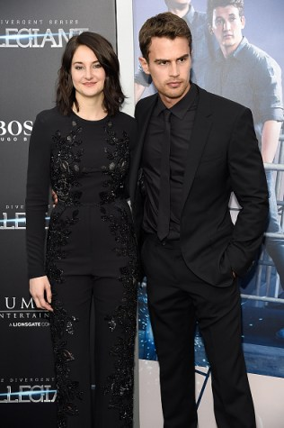 "NEW YORK, NY - MARCH 14: Shailene Woodley and Theo James attend ""Allegiant"" New York premiere at AMC Loews Lincoln Square 13 theater on March 14, 2016 in New York City. (Photo by Kevin Mazur/WireImage)"