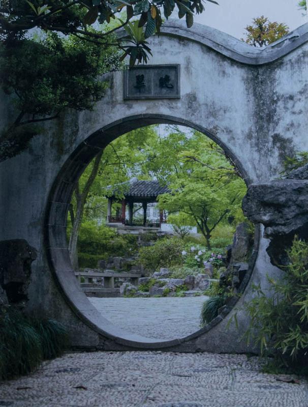 Mondtor in den Gärten von Zhuo Zheng Yuan