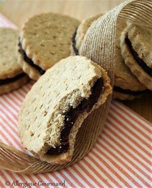 Biscuits fourrés au chocolat ou BN sans gluten sans lait sans oeufs