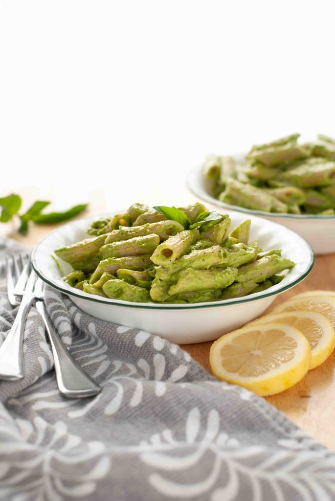 creamy-lemon-basil-pasta-made-with-avocados