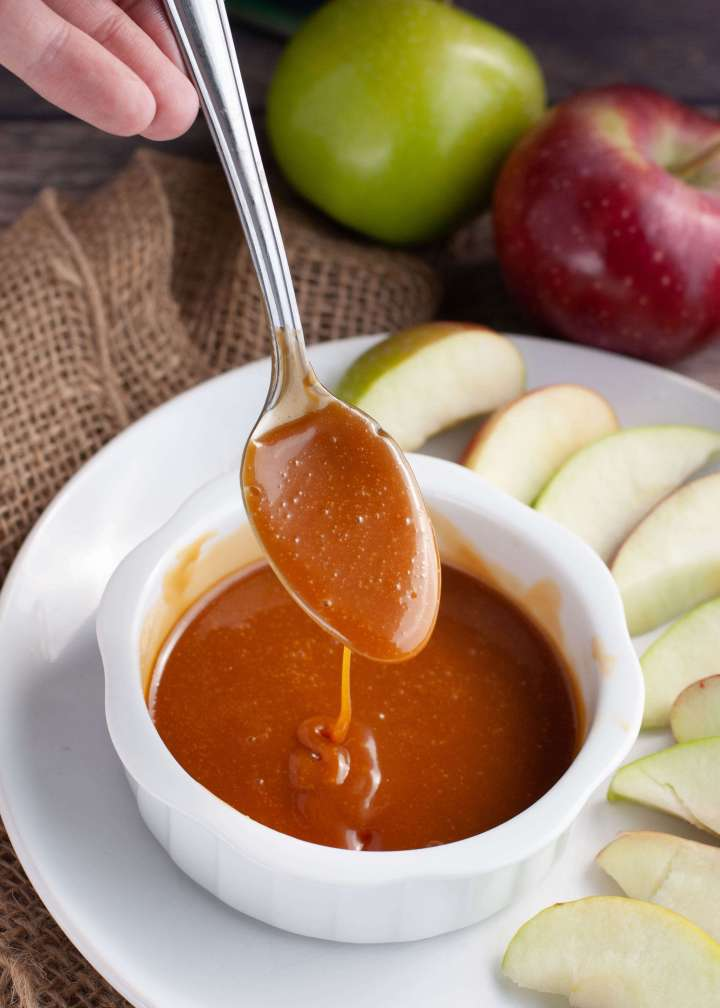 dairy-free-caramel-dipping-sauce-for-apples