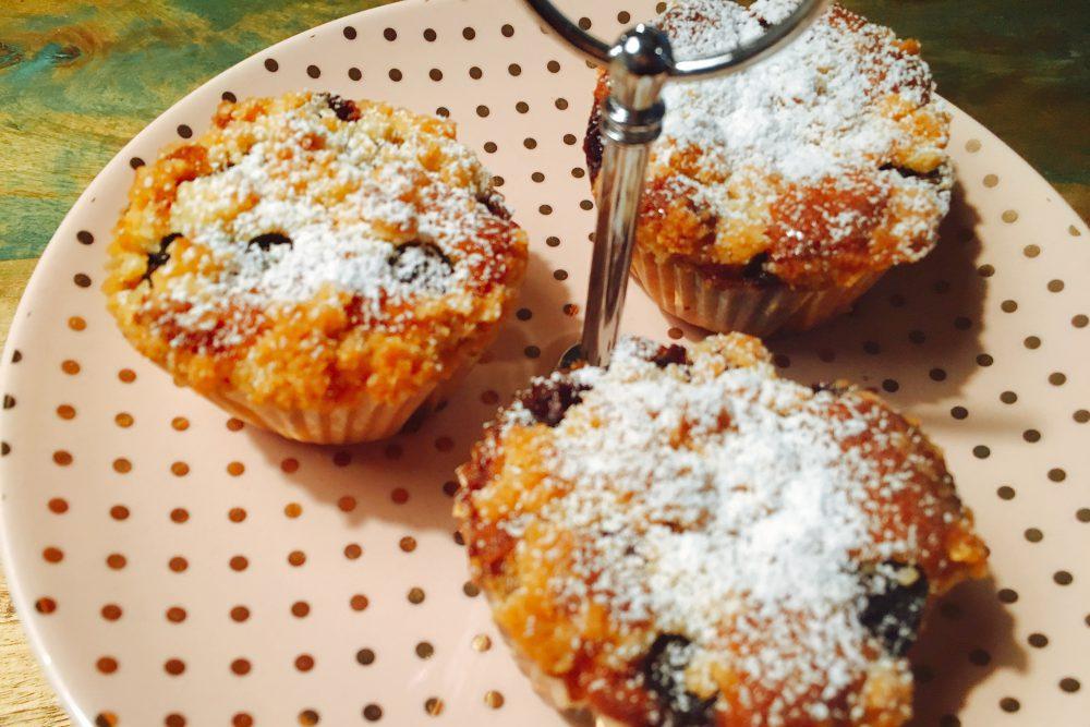 Zuckerfreie Heidelbeer-Streusel-Muffins low Carb
